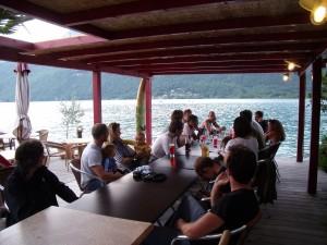 """Un verre """"Chez ma cousine"""" et sa superbe terrasse au bord du Lac"""